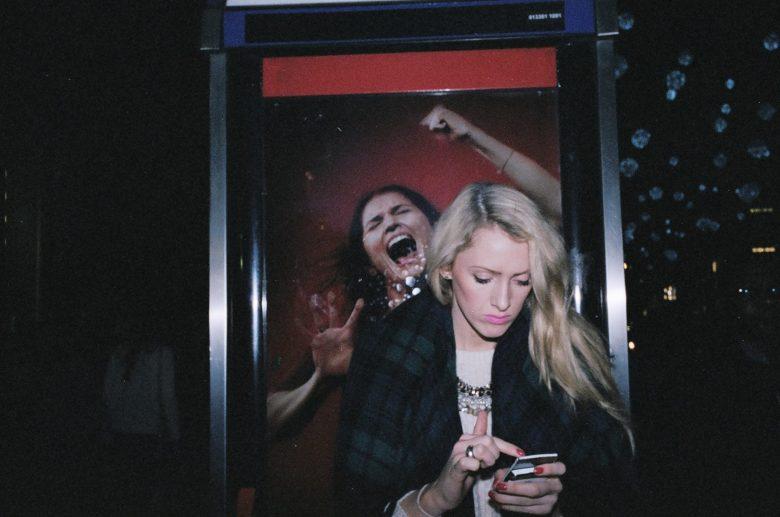 girl on her phone flash