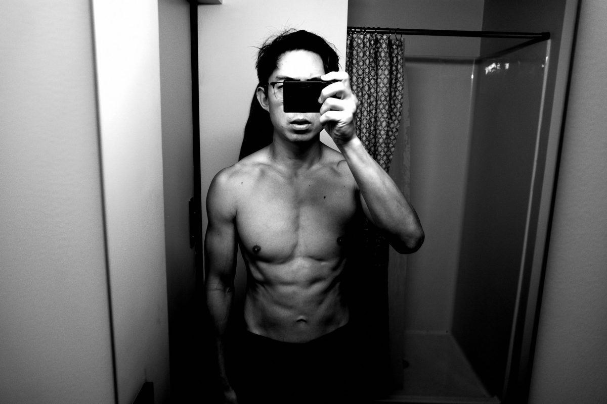 ERIC KIM Ricoh gr iii selfie topless bathroom muscle 6 pack abs