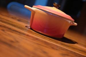 Optez pour une grande casserole pour partagez votre fondue d'autruche