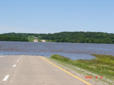 cedar river in iowa floods roads