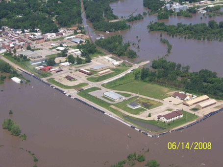 Columbus Junction Iowa before floodwaters breached the levee in 2008