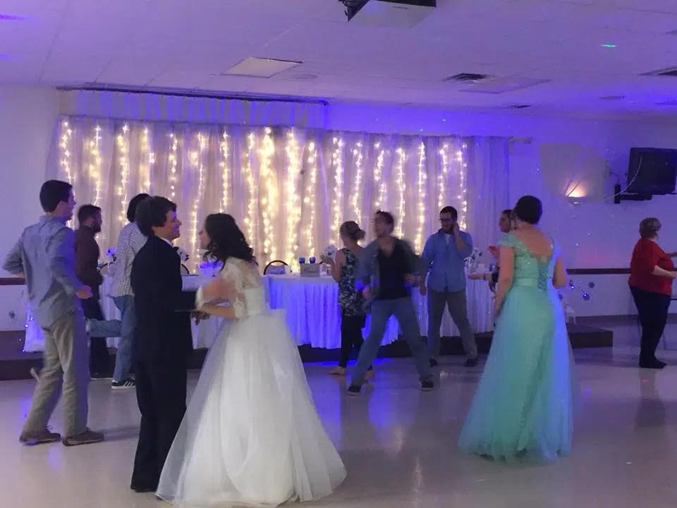 How To Pick The Best Wedding DJ