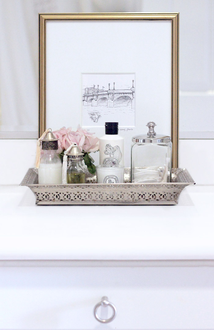 how to style a bathroom tray - erika brechtel