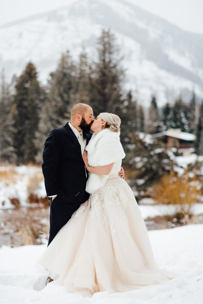 winter wedding in vail colorado, vail interfaith chapel weddings