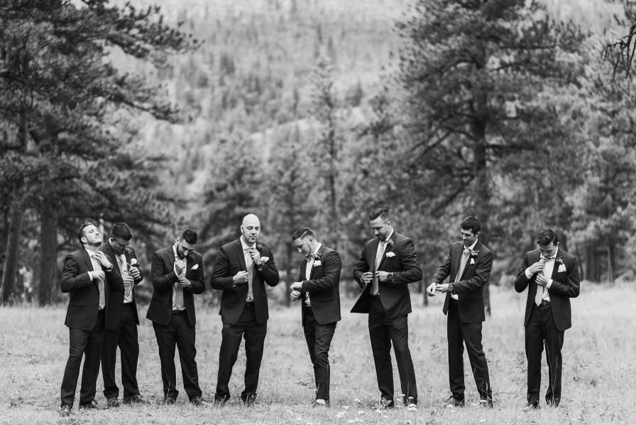 groomsmen photo inspiration