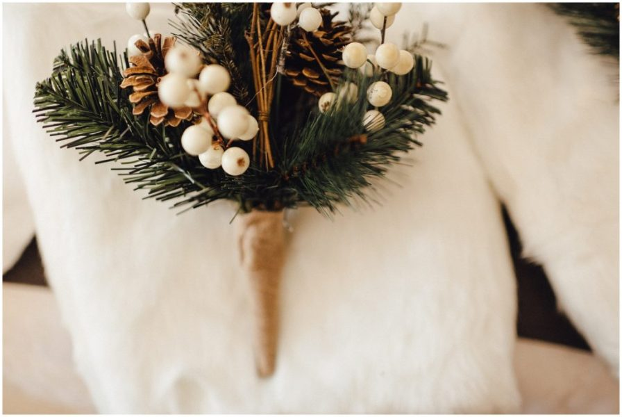 Nothing says winter elopement like pine