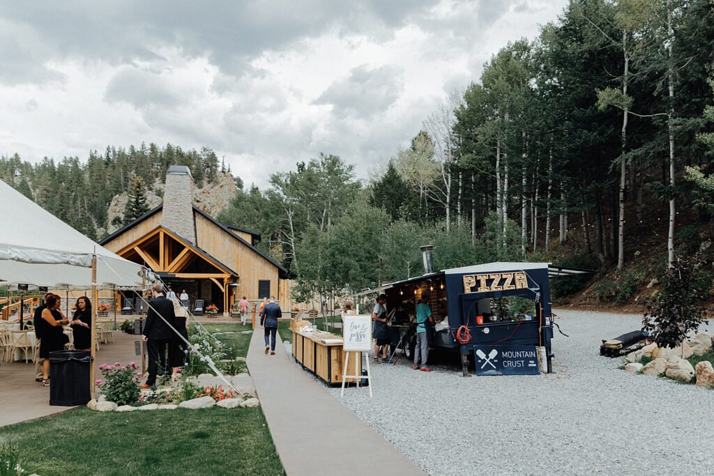 How to have a Colorado outdoor mountain wedding