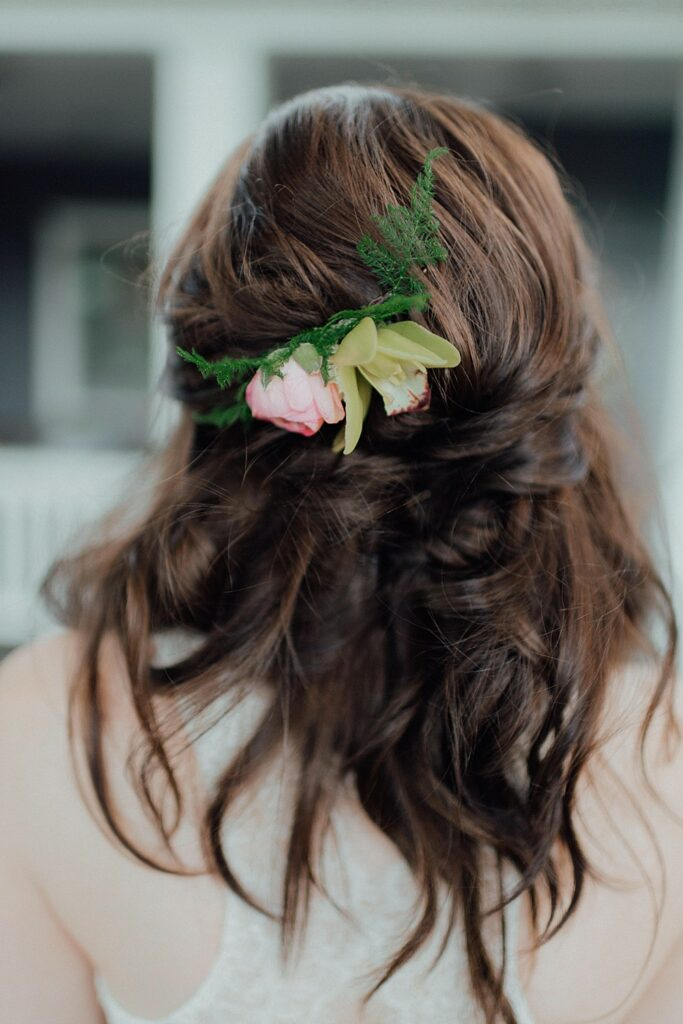 Boho wedding hairstyles, fresh flower hairstyles, bride hairstyles