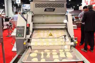 Janssen | K-Series Rotary Cookie Machine Depositing