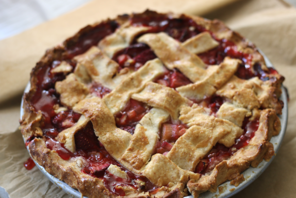 Strawberry Rhubarb Pie | erikasglutenfreekitchen.com