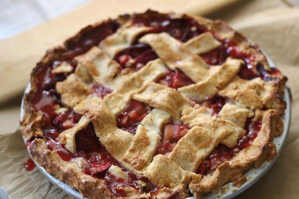 Strawberry Rhubarb Pie | erikasglutenfreekitchen.com