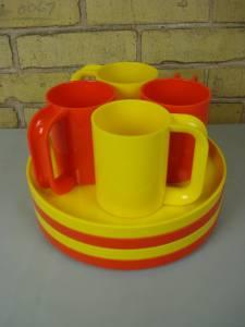 Heller plastic dish set by Massimo Vignelli