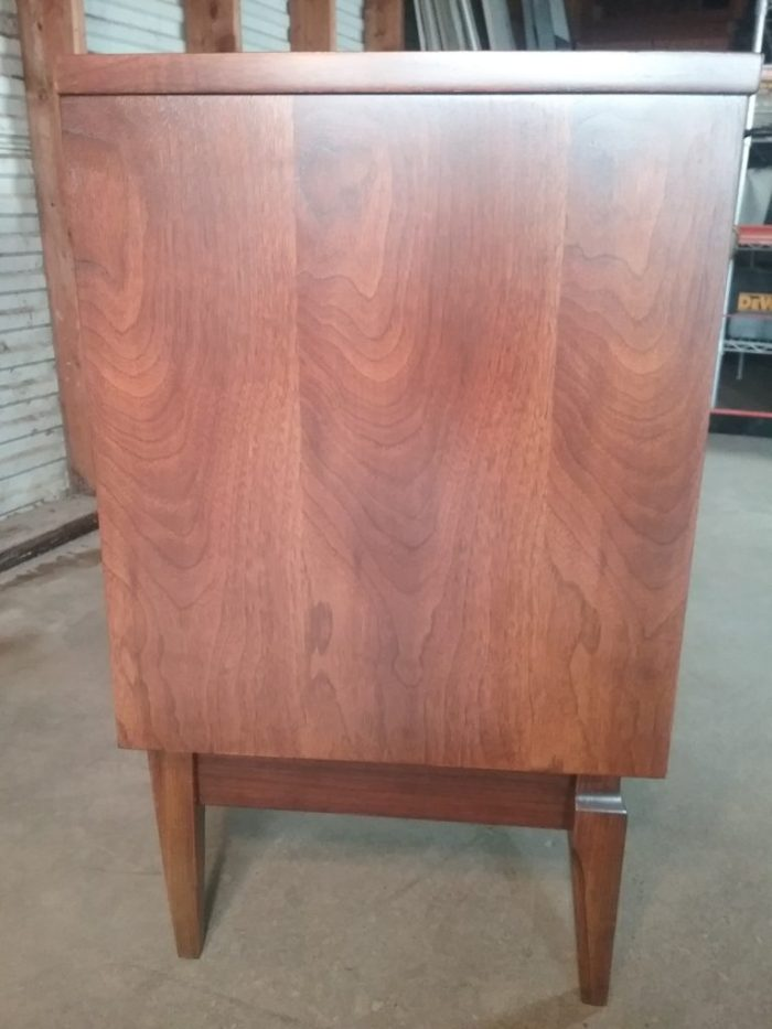 Side view of 9-drawer mid-century modern dresser. The piece of wood between the legs was added by Erik to stabilize the structure. May 2018.