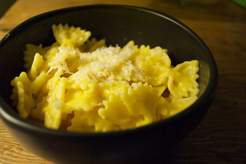 Macaroni cheese with sneaky butternut squash
