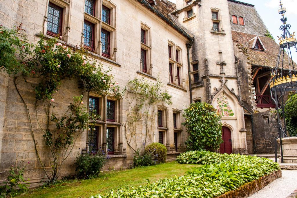 Fairytale courtyard at Château de la Rochepot
