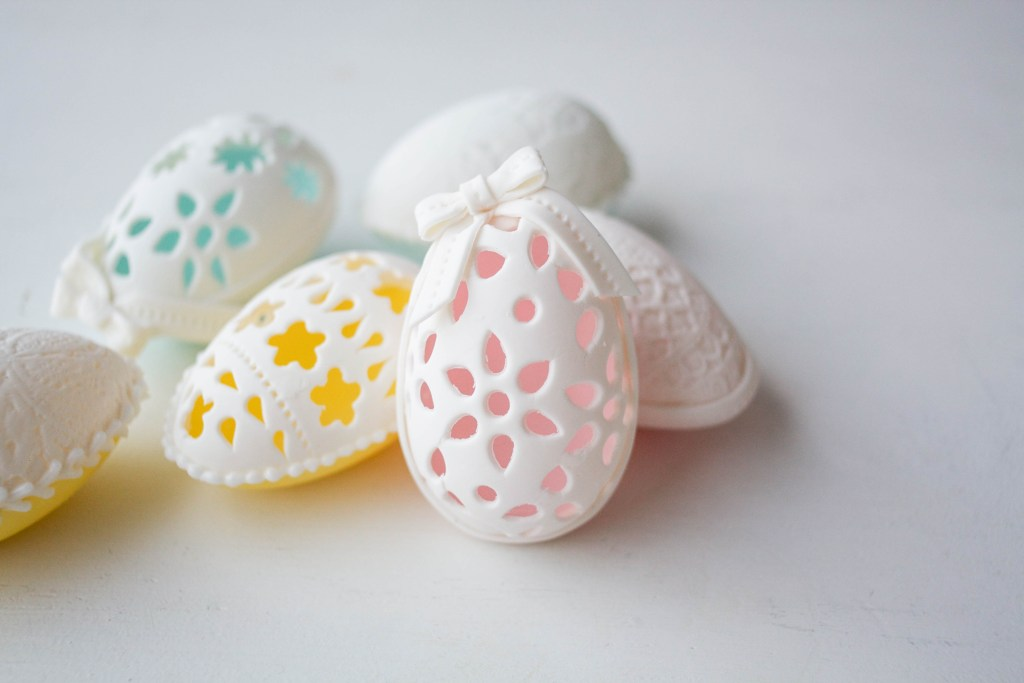 Make Your Own Eyelet And Lace Easter Eggs On Craftsy