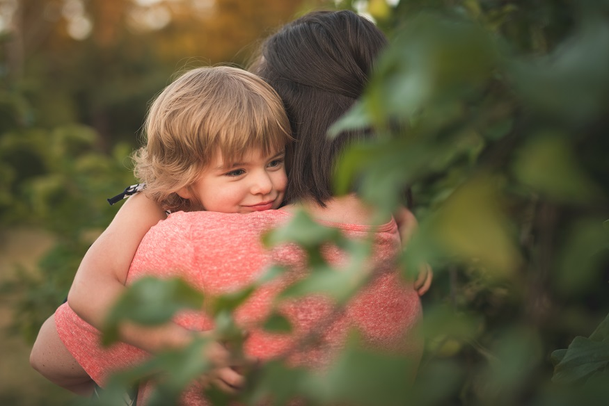 Kirkland family photographer Erin DuPree captures sweet moment between mother and daughter