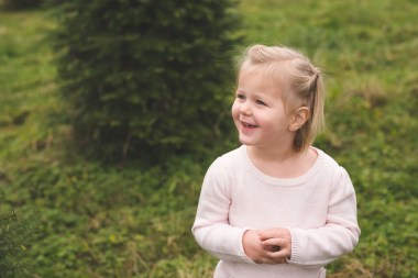 Issaquah family photographer and smiling little girl