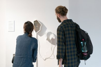 to the sooe (2018) Sofian Audry and Erin Gee. Exhibition at Ars Electronica, Linz. Image courtesy of Hexagram.