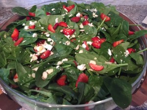 Refreshing Spinach Berry Salad