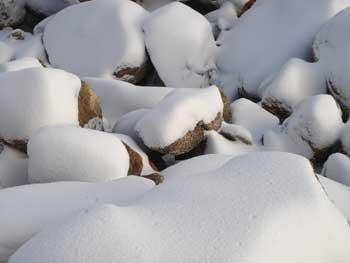 nieve y piedras