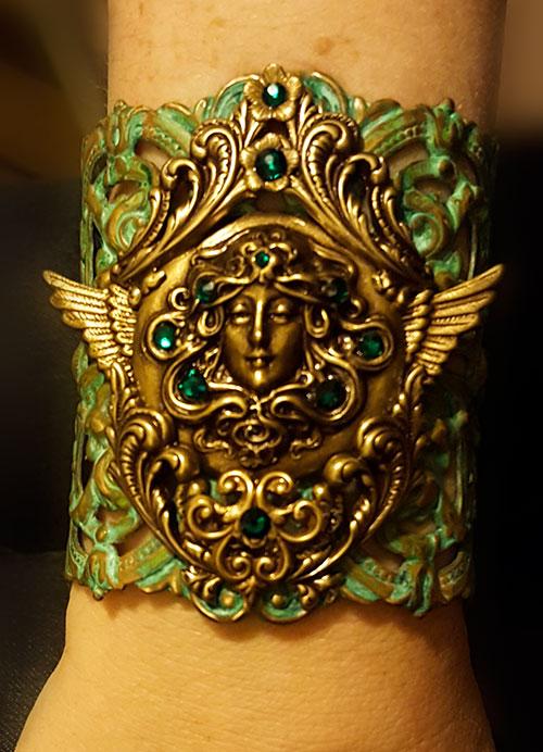 Medusa arm cuff