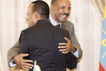 Eritrean and Ethiopian leaders embrace