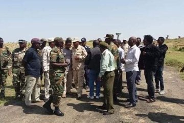 Eritrean and Ethiopian commanders meet at Zalanbessa as defensive positions are removed ahead of New Year celebrations