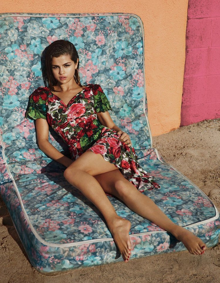 Selena-gomez-vogue-interior_03