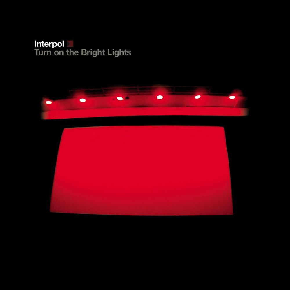 Interpol tocando el Turn On The Bright Lights