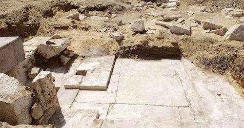 Restos de la nueva pirámide del Egipto