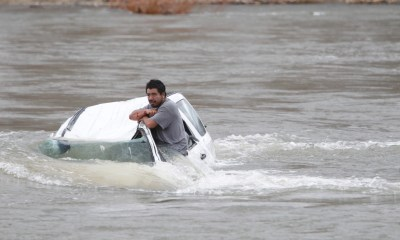 Así puedes escapar de un carro que ha caído al agua