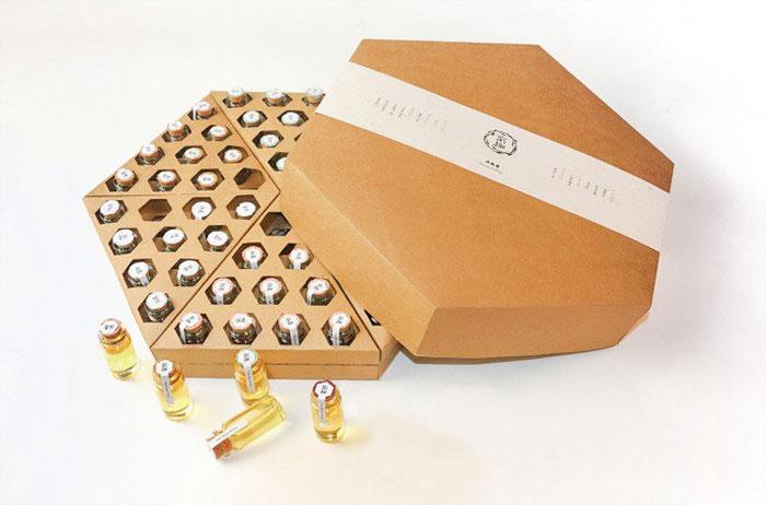 Funny Honey diseñó este paquete de miel de abeja en el A' Design Award & Competition