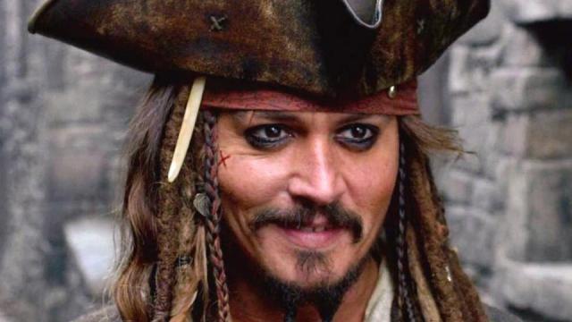 Johnny Depp aparece en Disneyland disfrazado de Jack Sparrow