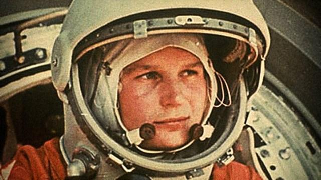 Yuri Gagarin, el primer hombre en viajar al espacio, orbitar alrededor de la Tierra e inciar la era espacial