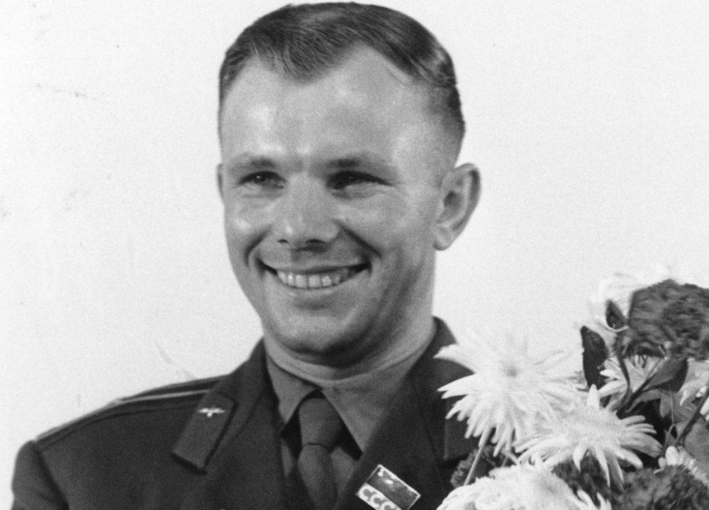 Yuri gagarín fue el primer hombre en el espacio, quien inició la Era Espacial