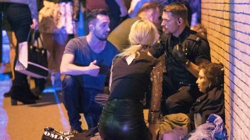 Policía atendiendo a lesionados tras explosión