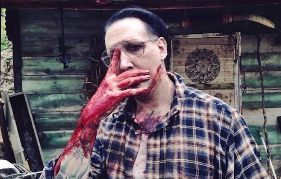 Así se ve Marilyn Manson en Let Me Take You a martyr