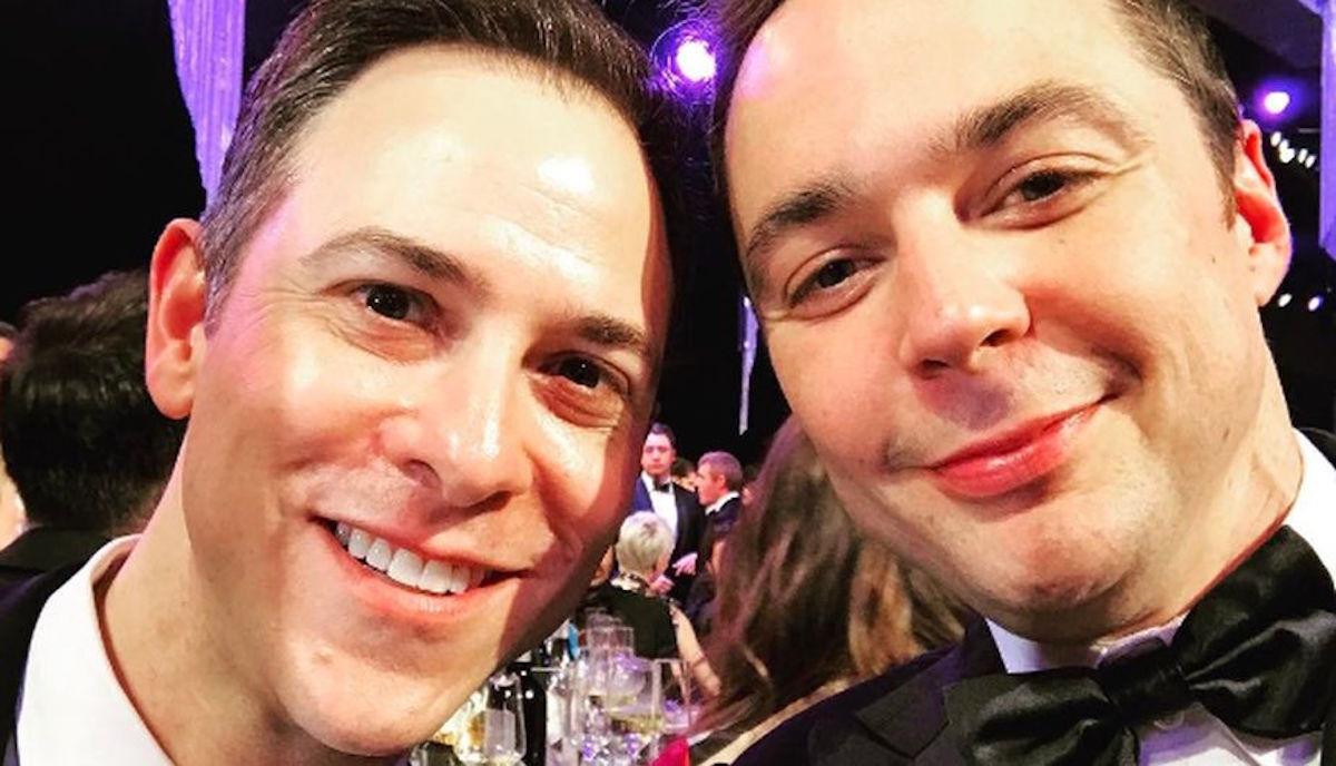 Jim Parsons, el simpático Dr Sheldon Cooper, se casó con su novio tras 14 años de relación