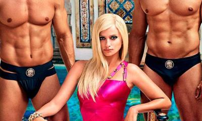La primera foto oficial de Penélope Cruz encarnando a Donatella Versace