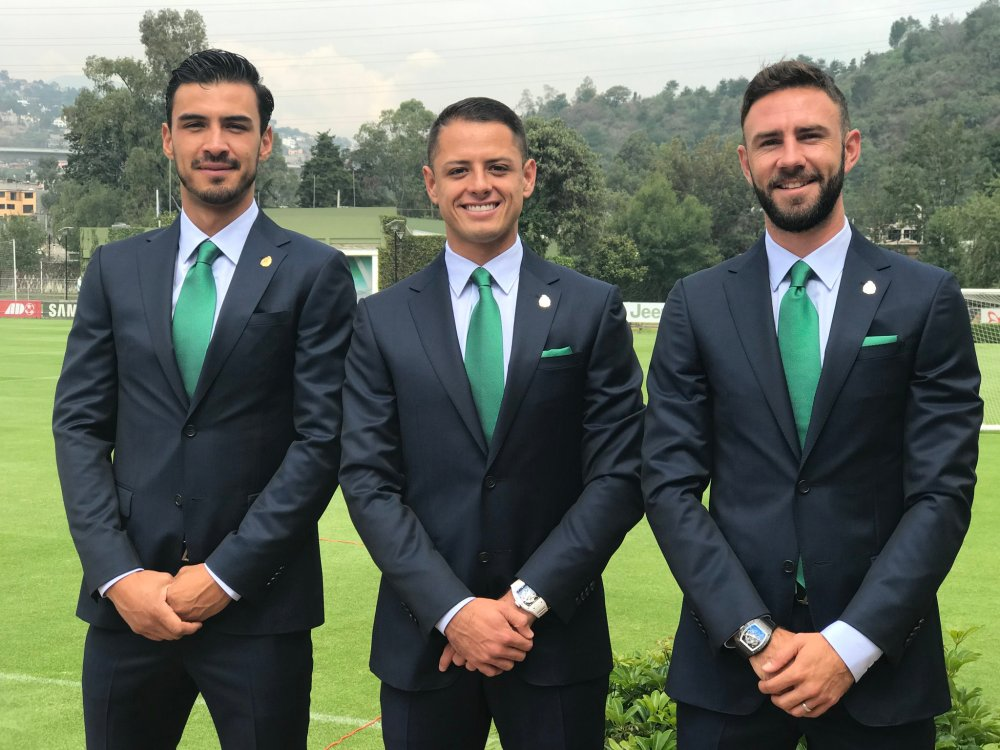 Selección mexicana con trajes de diseñador