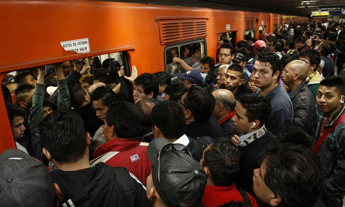 ¿Porque viajar en Metro se está volviendo un martirio?