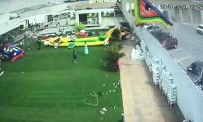 El accidente de los juegos inflables captado en video causa terror en redes