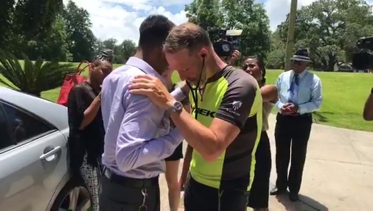 Padre viaja kilómetros para oír el corazón donado por su hija