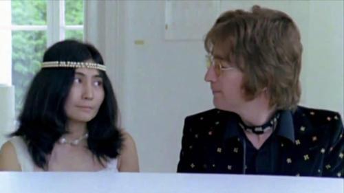 La pareja Ono-Lennon en pleno proceso creativo