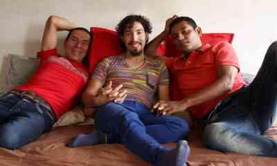 En Colombia, tres hombres se casaron y formaron la primer trieja del país