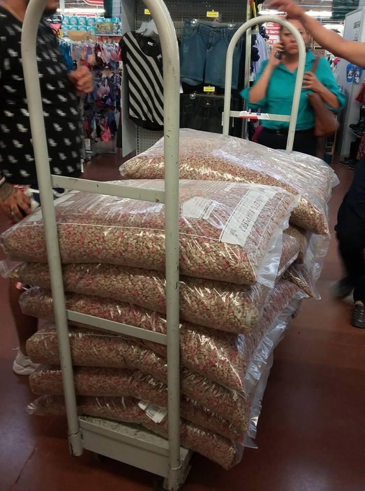 Soriana vendió 18 costales de croquetas por $333