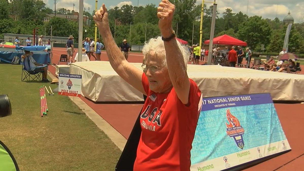 Mujer de 101 años rompe récord