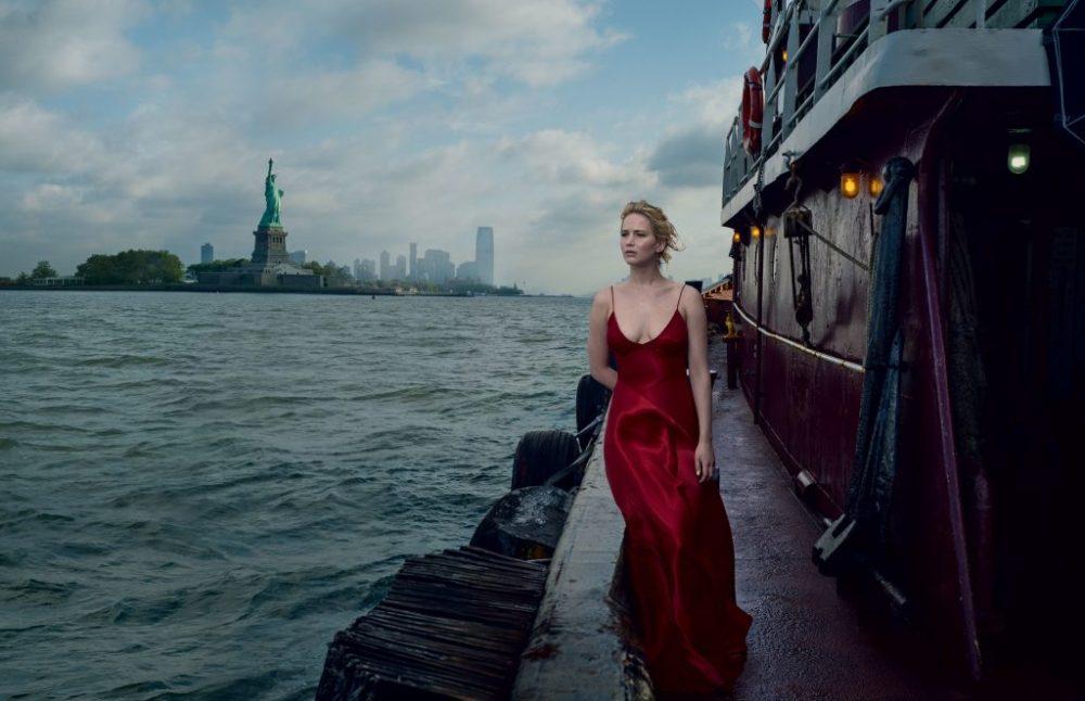 Jennifer lawrence en vogue vestido rojo