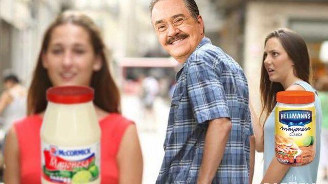 Meme novio distraido Pedrito Sola
